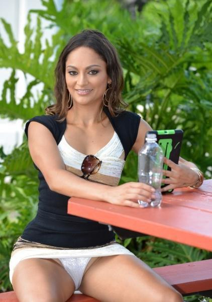 MilfHunter: Valentina - Be My Valentina 720p