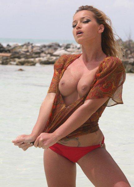 PinkoHD: Kathia Nobili - Beach Cock Tails 720p