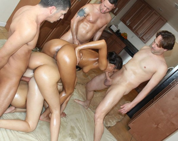 CumshotSurprise: Molly Bennett - Molly and Friends get Facialized