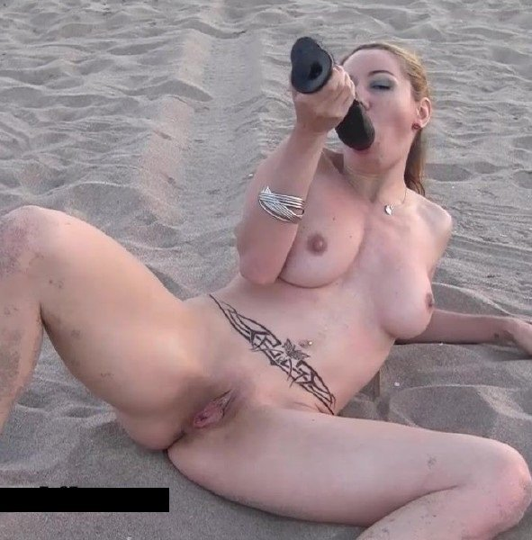 Elysa-Exhib: Elisa Dreams - Flashing Nude Dildoing My Tight Pussy On The Beach 720p
