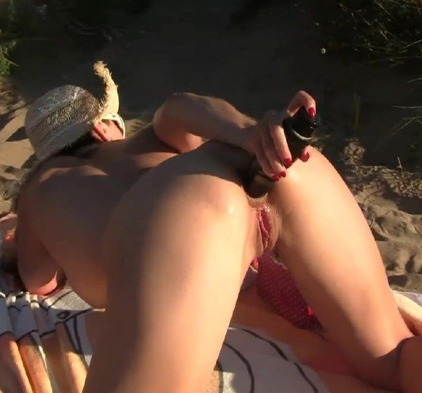 Elisa-Dreams: Elisa Dreams - Flashing And Sex In Front Some Voyeurs In The Dunes 720p
