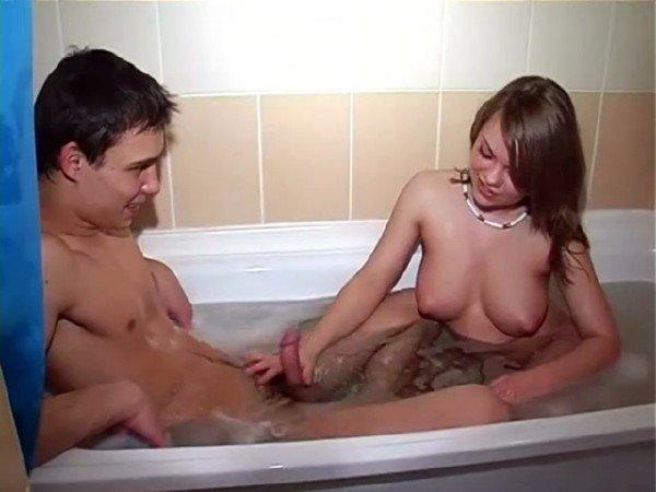 Amateurporn: Alenushka - Eighteen In The Bathroom