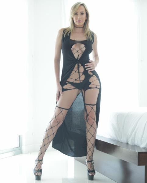 PureMature: Brett Rossi - Wife Waiting For A Lover