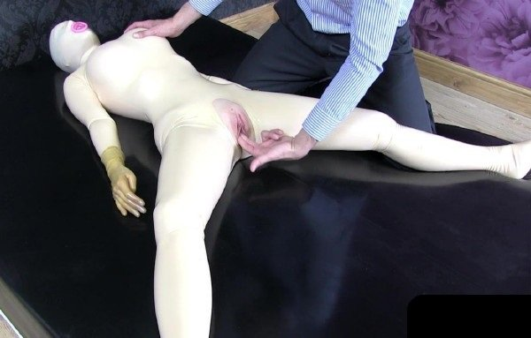 RealFuckDoll: Lucy - Milf Fingering In Latex 720p