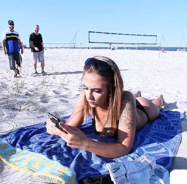Spizoo: Layla London - Pickup On Beach Hot Girl With Big Natural Boobis 1080p