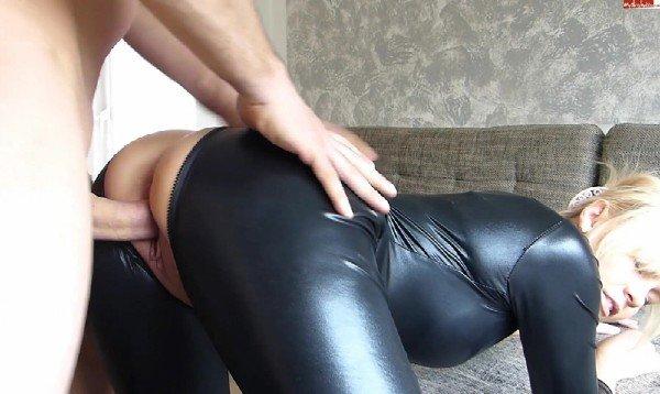 Amateurporn: Bibixxx - Amateur Sex In Latex 1080p