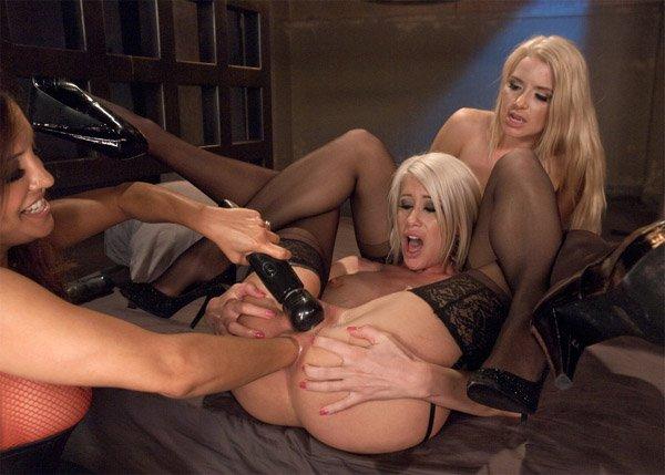 Kink: Francesca Le, Anikka Albrite, Riley Jenner - Lesbian Anal Fisting 540p